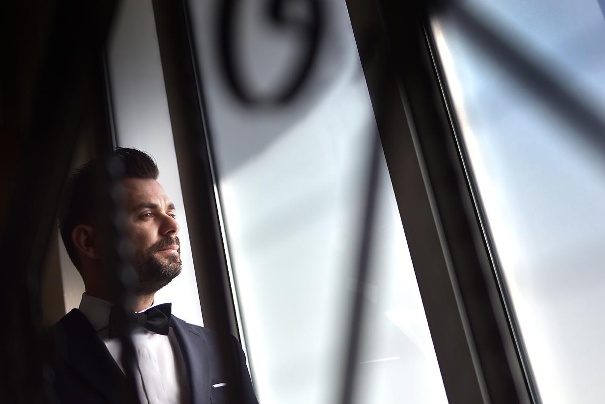 groom-preparation-dressing-larissa-portrait
