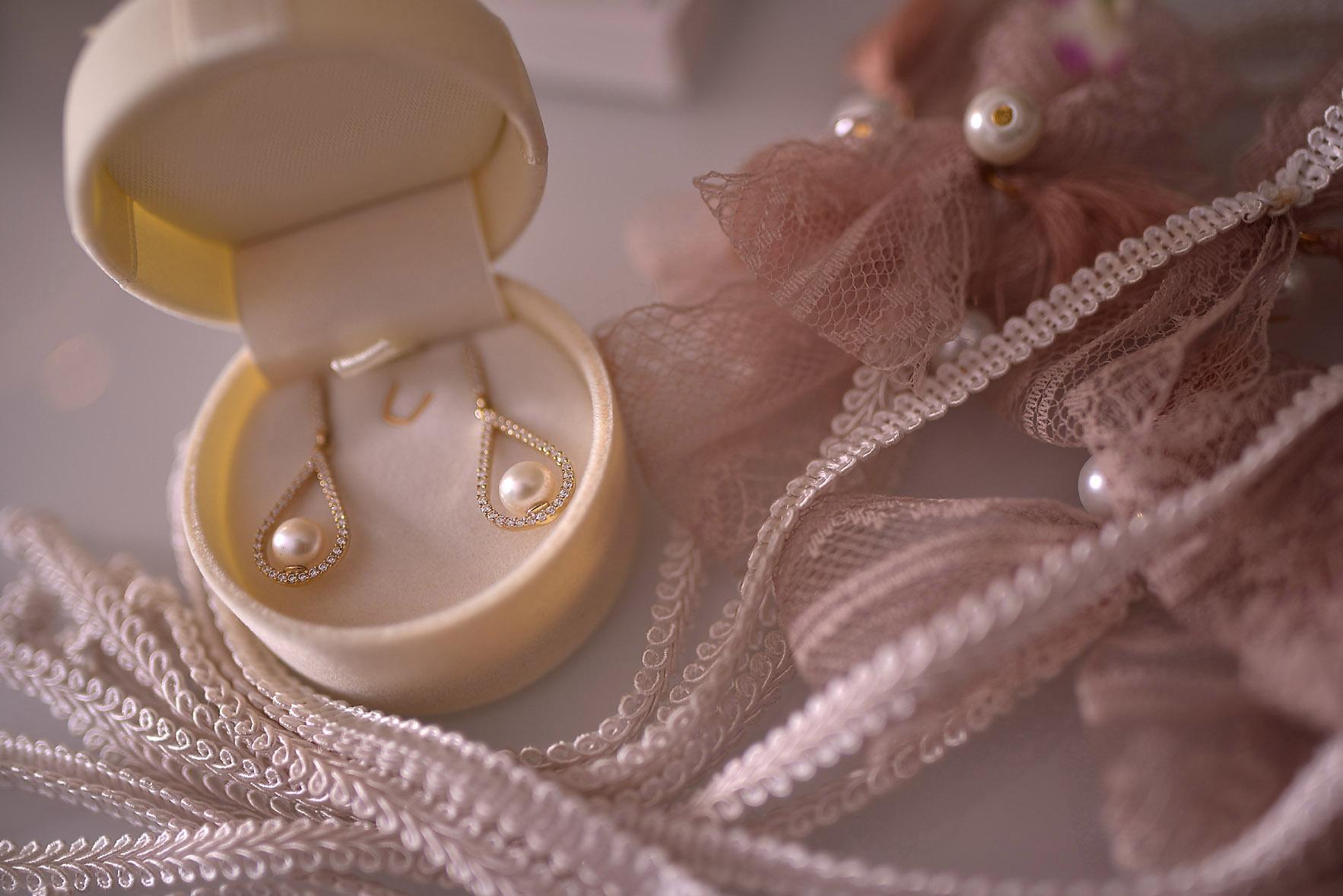 wedding-details-rings-ears-01