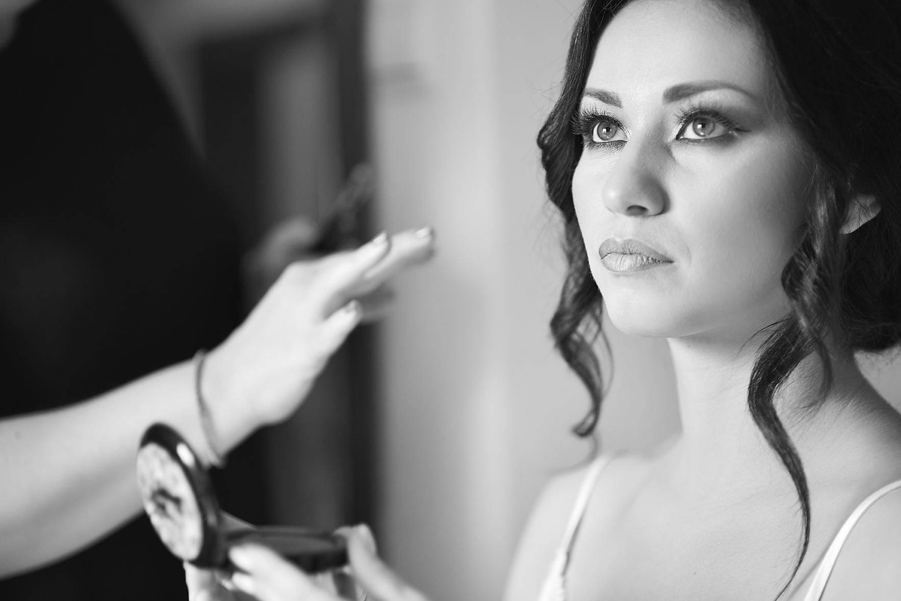 bride-preparation-makeup-portrait01