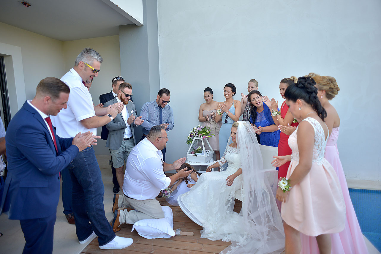 bride-portrait-preparation-Cavo-Olympo-Luxury-Hotel-01s