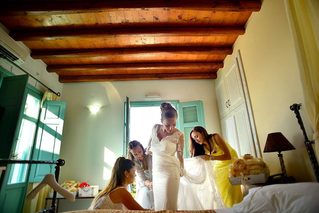 bride-preparation-room-wedding-dress