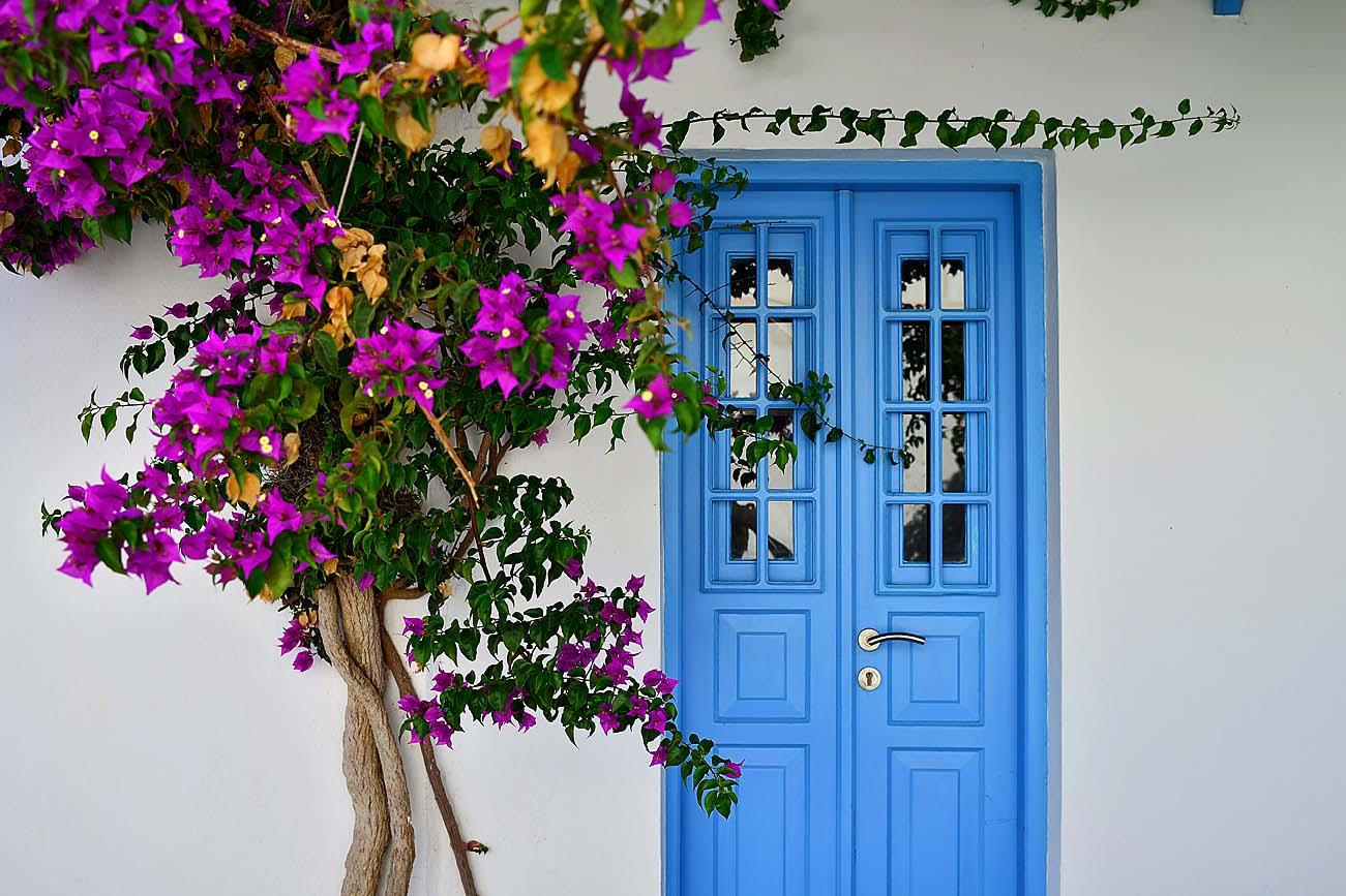 folegandros-kiklades-greece-house-door