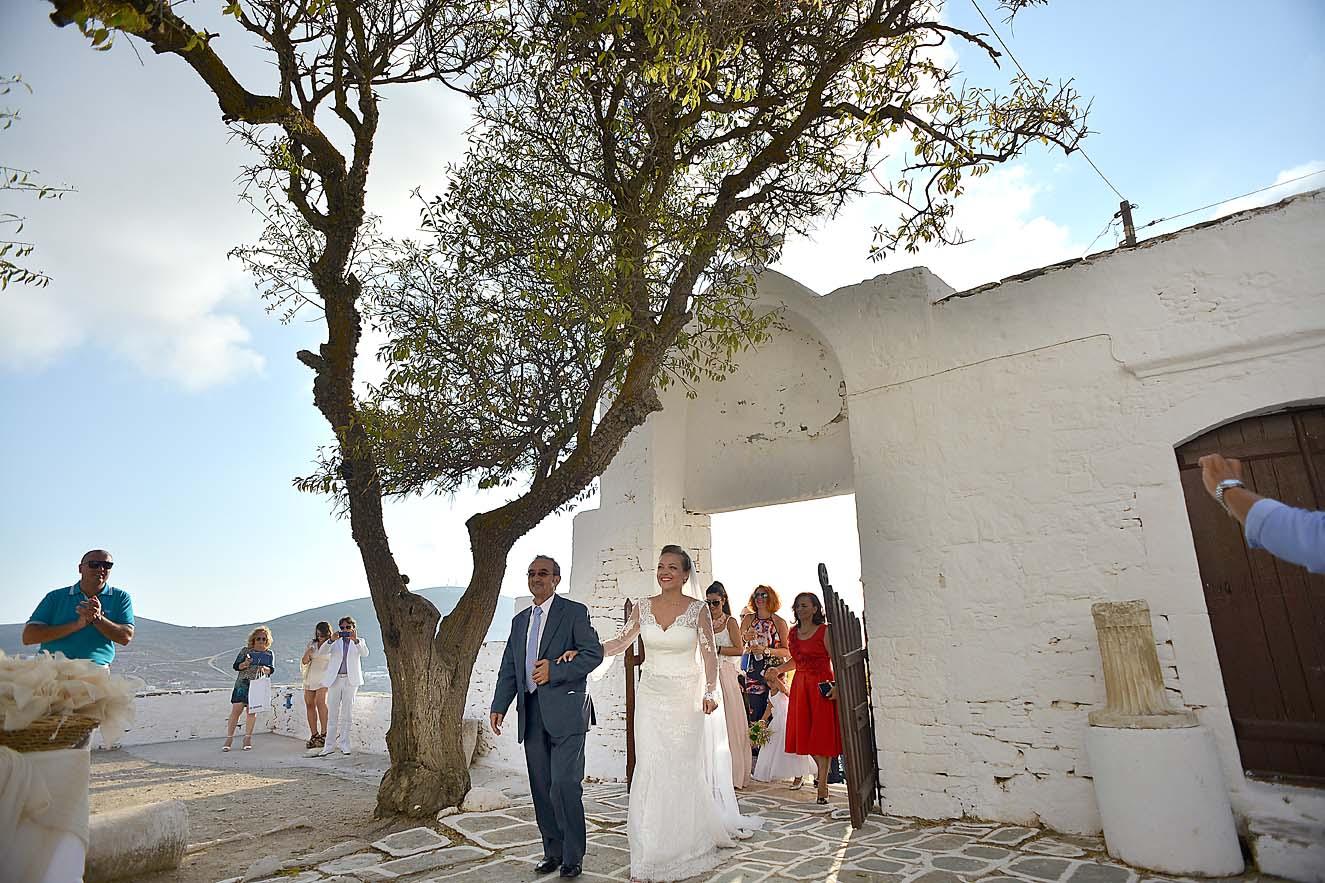 groom-bride-wedding-church-folegandros-panagia1