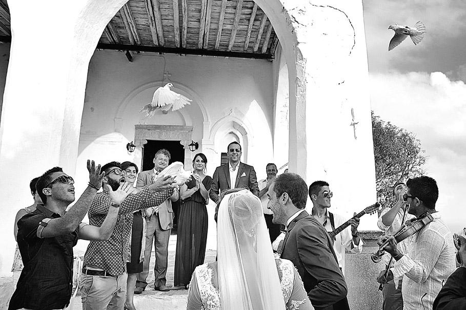 groom-bride-wedding-church-folegandros-panagia13