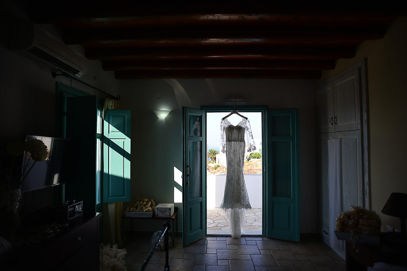 wedding-dress-hotel-folegandros