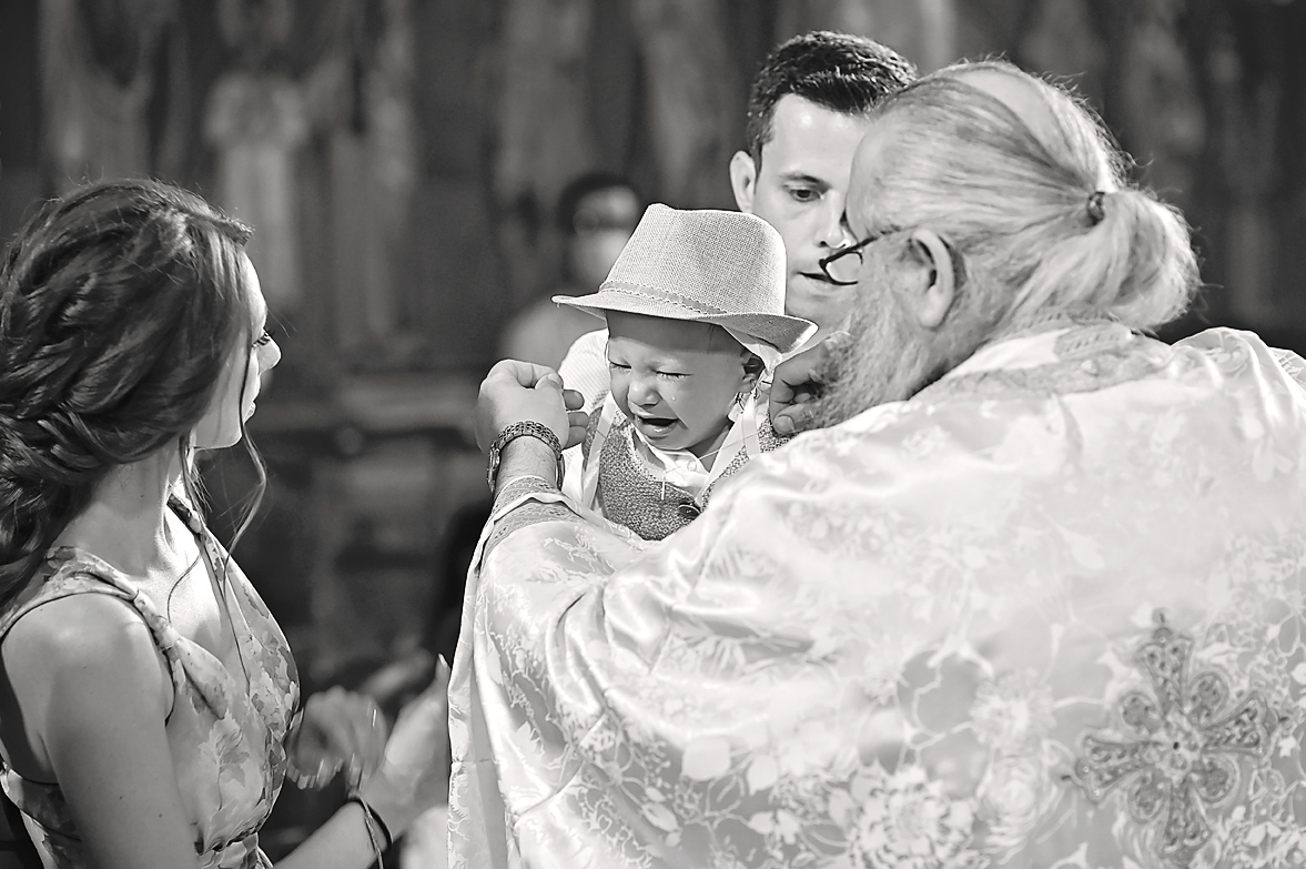 baptism-christening-mother-son-cry-family-potrtait-alexis-koumaditis-larissa