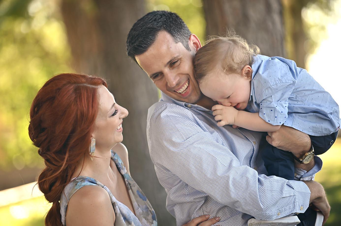 family-portraits-son-cry-family-potrtait-alexis-koumaditis-larissa